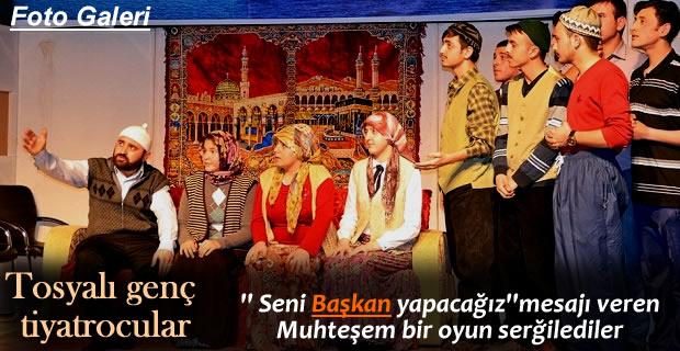 ''BAŞKAN'' İSİMLİ TİYATRO OYUNU AYAKTA ALKIŞLANDI