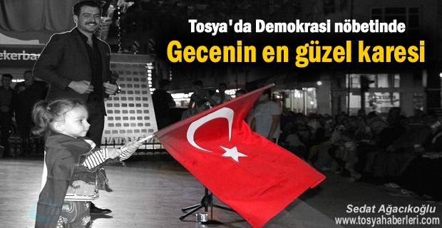 Tosya Demokrasi Nöbeti 11.Gecede Abdullah Civliz Kahramanlık Türküleri söyledi