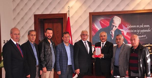 Tosyalılar Yardımlaşma, Dayanışma ve Kültür Derneği yönetimi Belediye Başkanı Kazım Şahin'i makamında ziyaret etti.