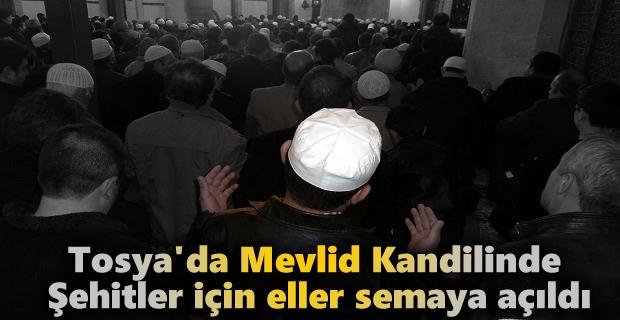Tosya'da Mevlid Kandilinde Şehitler için eller semaya açıldı
