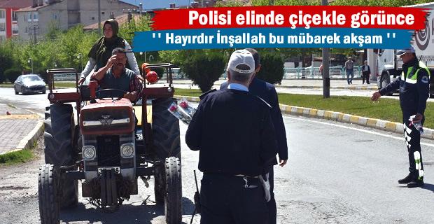 Tosya'da Protokol Beraat Kandilinde D-100 karayolunda sürücülere Gül Dağıttı
