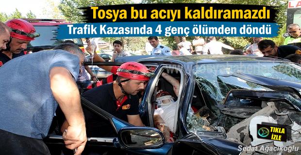 Tosya' da Trafik Kazası 4 genç ölümden döndü