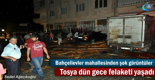 Tosya dün gece felaketi yaşadı ( Evlerin çatısı uçtu )