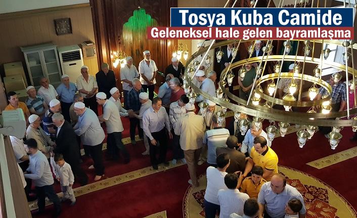 TOSYA KUBA CAMİİ'DE TOPLU BAYRAMLAŞMA GELENEK HALİNE GELDİ