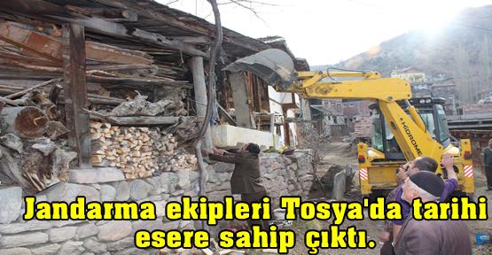 Jandarma ekipleri Tosya'da tarihi esere sahip çıktı.