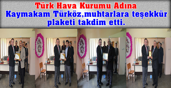Kaymakam Türköz,muhtarlara teşekkür plaketi takdim etti.