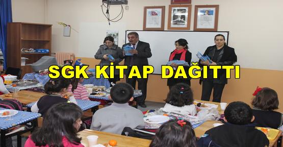 SGK Tarafından İlkokul Öğrencilerine Kitap Dağıtıldı