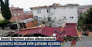 Tosya'da Şiddetli Fırtına Evlerin Çatısını Uçurdu