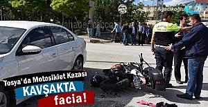 Tosya'da Motosiklet ile Otomobil çarpıştı; 2 Yaralı