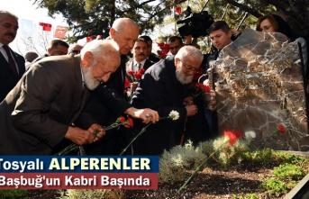 Tosyalı Alperenler Alparslan Türkeş'in Ölümünün 22. Yılında Kabri Başında