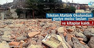 Yıkılan Tosya Atatürk Okulundan geriye moloz taşları ve kitaplar kaldı