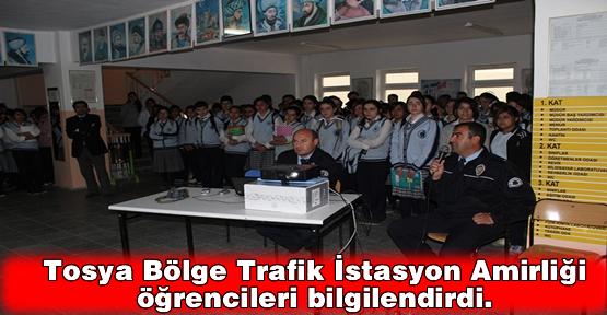 Tosya Bölge Trafik İstasyon Amirliği öğrencileri bilgilendirdi.