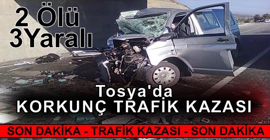 TOSYA'DA KORKUNÇ TRAFİK KAZASI 2 ÖLÜ - 3 YARALI