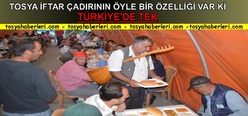 Tosya'da Son Defa Kurulan İftar Çadırına Sazı Eline Alan Geldi