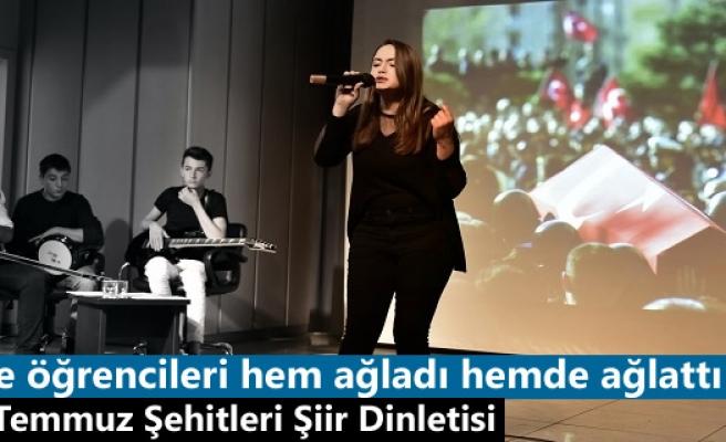 Tosya'da Öğrenciler ''15 Temmuz Şehitler'' şiir dinletisi programı düzenledi