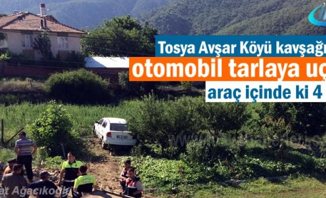 Tosya Avşar Köyü mevkiinde Otomobil tarlaya uçtu