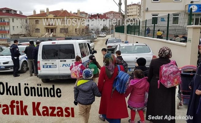 TOSYA'DA OKUL ÖNÜNDE TRAFİK KAZASI