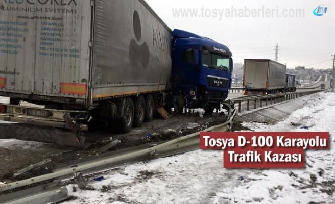Tosya D-100 Karayolunda Kar ve Sis sonrası Trafik Kazası Meydana geldi