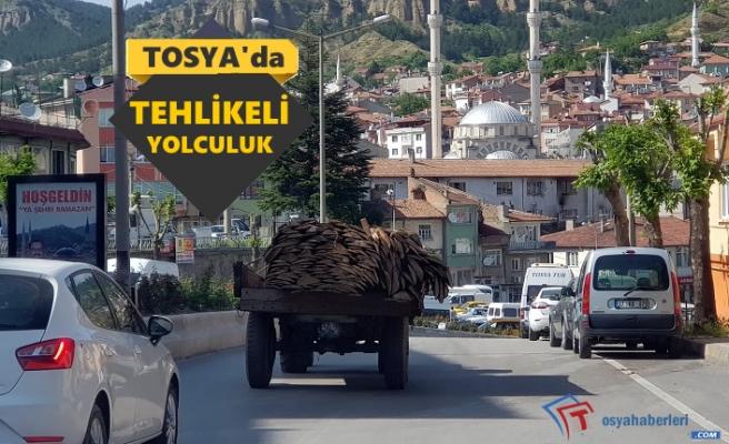 Tosya Şehir Merkezinde Traktörün Tehlikeli Yolculuğu