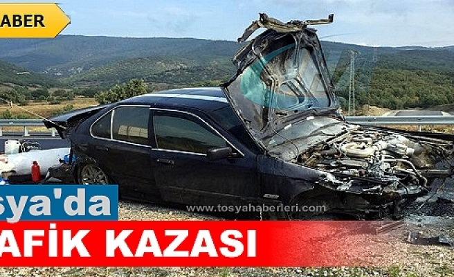 TOSYA D-100'DE TRAFİK KAZASINDA 3 KİŞİ ÖLÜMDEN DÖNDÜ