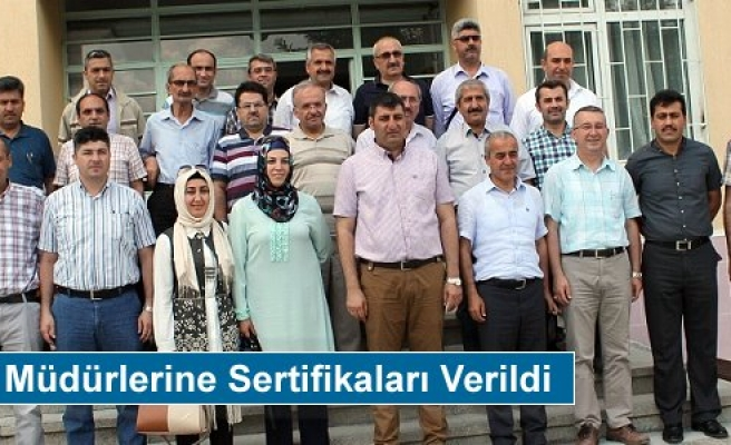 Tosya'da Okul Müdürlerine Sertifikaları Verildi