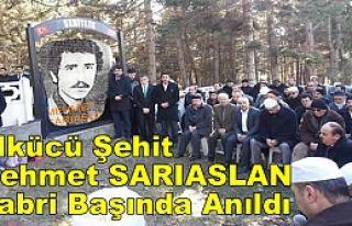 Ülkücü Şehit Mehmet SARIASLAN Kabri Başında...