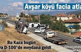 Tosya'da Sıfır araçları taşıyan TIR devrildi