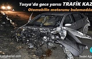 TOSYA'DA GECE YARISI TRAFİK KAZASI ARAÇ İÇİNDE...