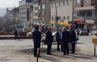 Belediye Başkanı Kazım Şahin Saat Kulesinin yapılacağı...