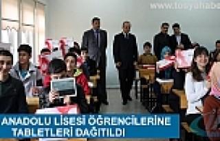 TOSYA ANADOLU LİSESİ ÖĞRENCİLERİNE TABLETLERİ...