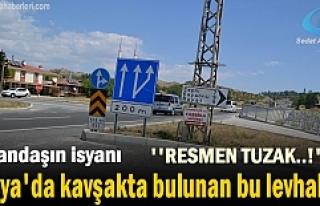 Tosya'da Kavşakta bulunan Trafik Levhaları...