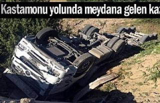 KASTAMONU YOLUNDA KAMYON ŞARAMPOLE DEVRİLDİ