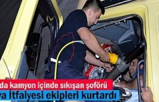 Tosya'da Trafik Kazasında araç içinde sıkışan...