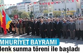 Cumhuriyet Bayramı Çelenk Sunumu töreni ile başladı