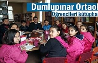 Dumlupınar Ortaokulu öğrencileri kütüphaneye...