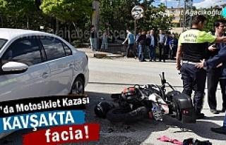 Tosya'da Motosiklet ile Otomobil çarpıştı; 2...