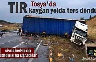 Tosya'da Şiddetli Yağmur ve fırtına sonucu TIR...