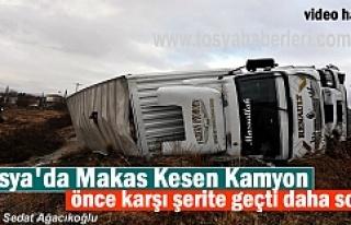 Tosya'da Makas Kesen Kamyon bariyerlere çarparak...