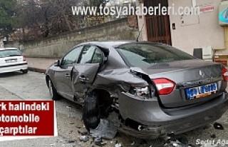Tosya'da Park halindeki Otomobile Çarptılar