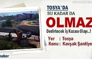 Tosya'da Kavşak inşaatında şaha kalkan kamyonun...