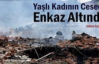 Tosya'da 8 evin yandığı yangında hayatını...
