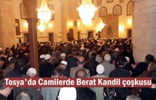 Tosya'da Berat Kandili gecesinde Camiler doldu...