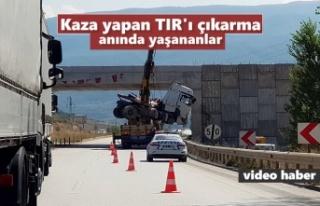 Tosya'da Kaza yapan TIR'ın kurtarma anı...