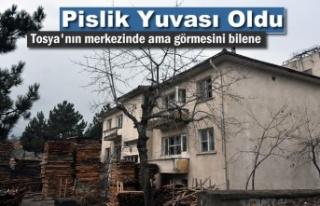 Tosya'nın Merkezinde Pislik Yuvası Olan Metruk...