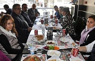Başkan Şahin Öğrencilere Teşekkür Yemeği İkram...