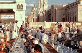 MEDİNE 'de 5 bin iftar, TÜMKASDER için iftihar...
