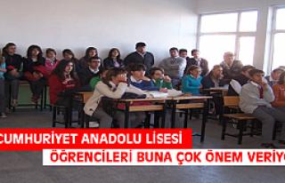 Tosya Cumhuriyet Anadolu Lisesi Öğrencileri