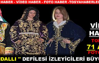 TOSYA'DA '' BİNDALLI '' DEFİLESİ İZLEYİCİLERİ...