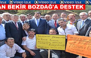 TOSYA'DA GÜREŞ SAHASINDA BEKİR BOZDAĞ PANKARTLI...