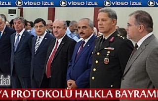 Tosya'da Protokol Halkla Bayramlaştı